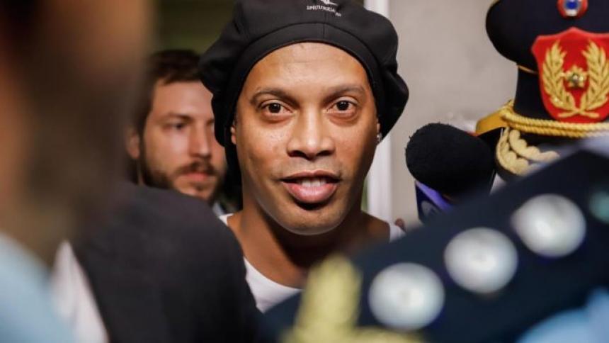 """""""Huelo a Champions"""", dice Ronaldinho tras la llegada de Messi al PSG"""