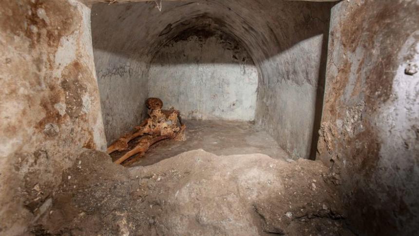 Hallan tumba con cuerpo momificado en Italia: el misterio de Marcus Venerius