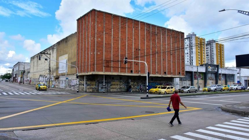 Preocupación por la caída de losa en el antiguo Cinema