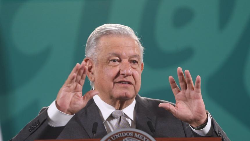 Presidente de México hizo sonar 'Los Caminos de la Vida' en una conferencia