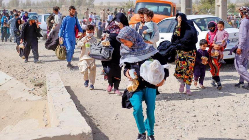 EE. UU. ha evacuado a 25.000 personas de Afganistán en la última semana