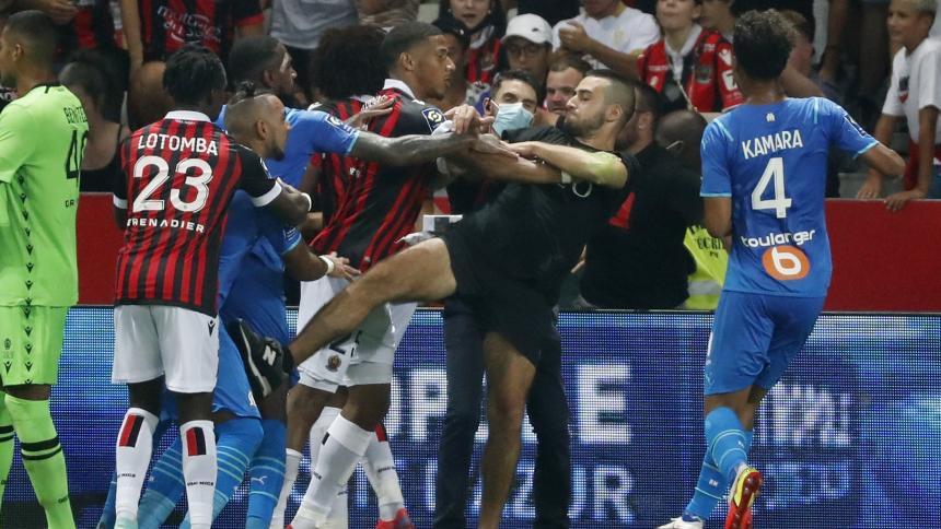 Hinchas del Niza agreden a jugadores del Marsella en un partido de la Liga de Francia
