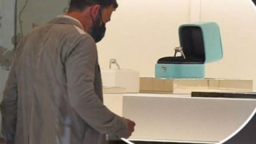 Fans creen que Ben Affleck estaría comprando anillo de compromiso para JLo
