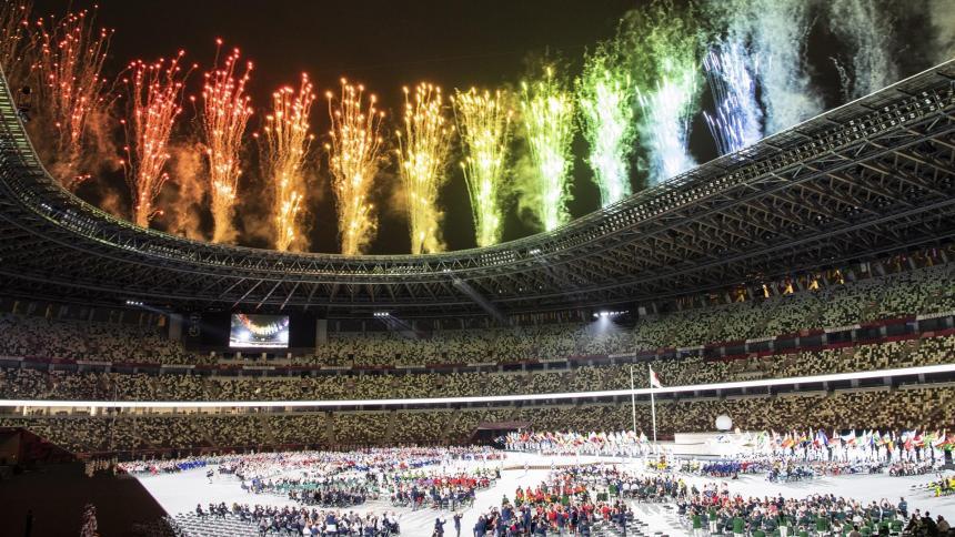 El cielo de Tokio se ilumina con la llama tricolor del movimiento paralímpico