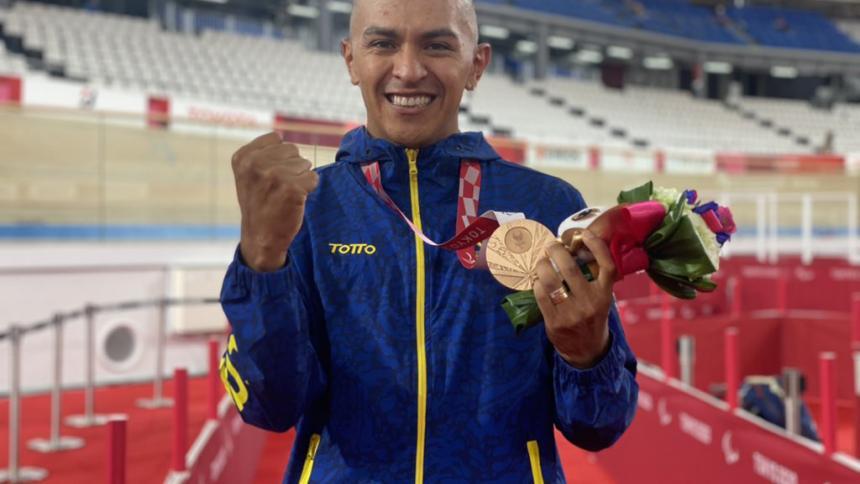 Diego Dueñas, conquista el bronce en persecución individual