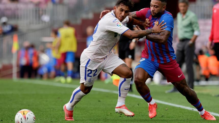 Memphis Depay da el triunfo a un Barcelona inseguro