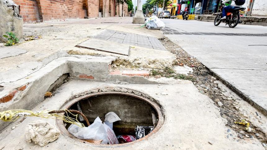 Preocupación por el robo de tapas de alcantarillas y rejillas en Barranquilla