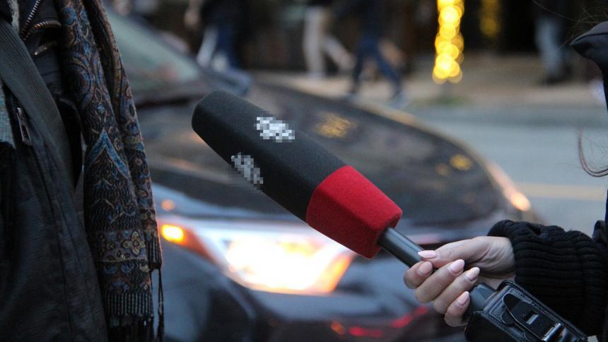 Suspenden a presentador por pedir a convicto simular un abuso en televisión