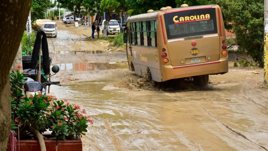Vecinos de El Manantial piden solución a vía en mal estado