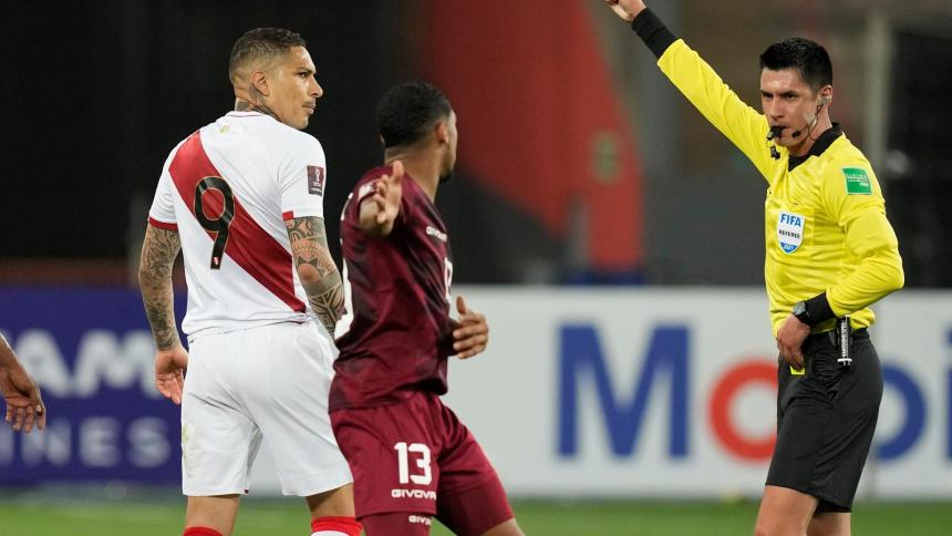 Paolo Guerrero se perderá partido contra Brasil por acumulación de amarillas