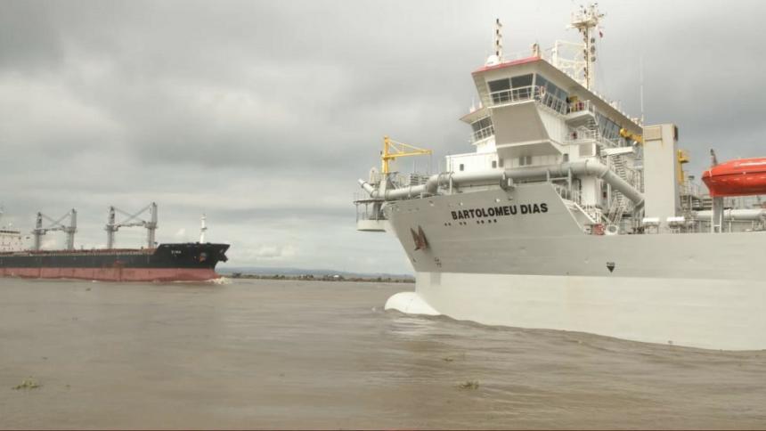 21 buques se han movilizado por el canal de acceso tras reinicio de dragado