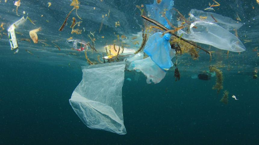 Contaminación por plástico en los océanos se podría triplicar en 2040
