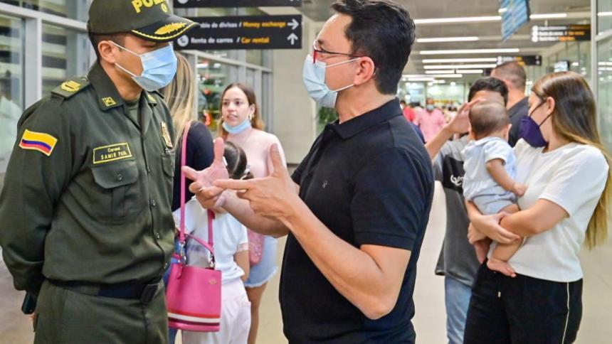 Tras denunciar amenazas, el gobernador Carlos Caicedo regresó al país