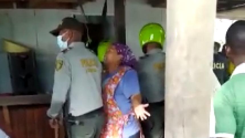 Policía habría agredido a una anciana en playas de Bocagrande