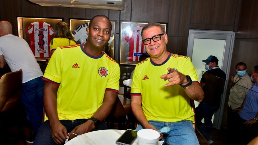 Figuras del deporte y la música alentaron a la selección Colombia