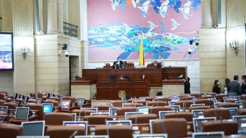 Polémica por votación de moción de censura contra Mintic