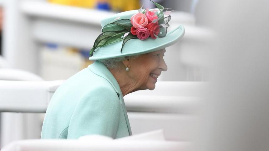"""Reina Isabel alaba """"la resiliencia y determinación"""" después del 9/11"""