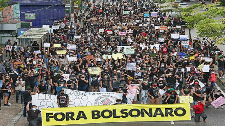 Protestas piden la destitución de Bolsonaro tras su amenaza a instituciones