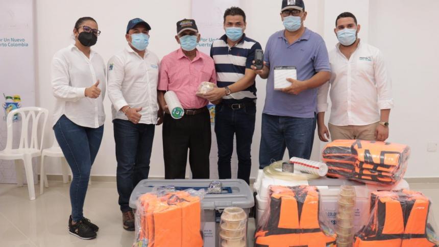 Pescadores de Puerto Colombia reciben dotación