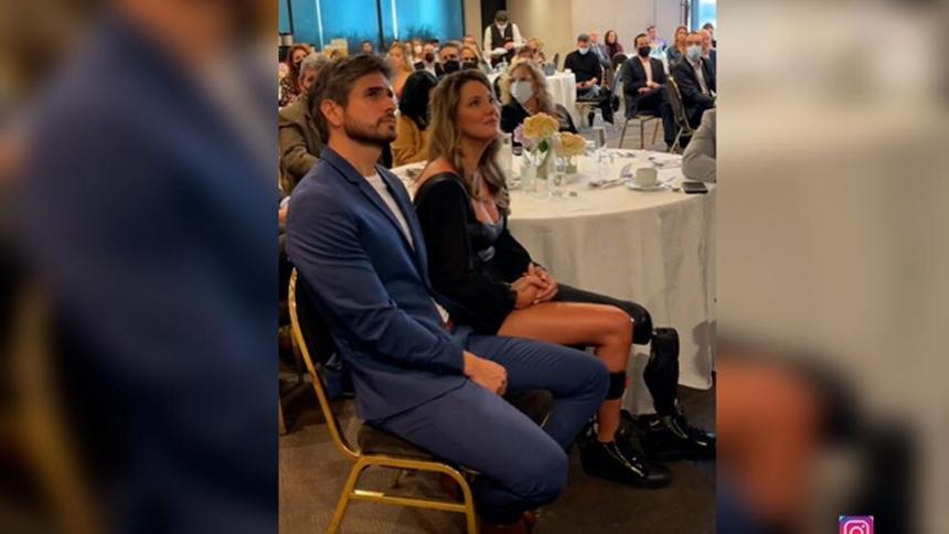 Al lado de su novio, Daniella Álvarez presenta su fundación