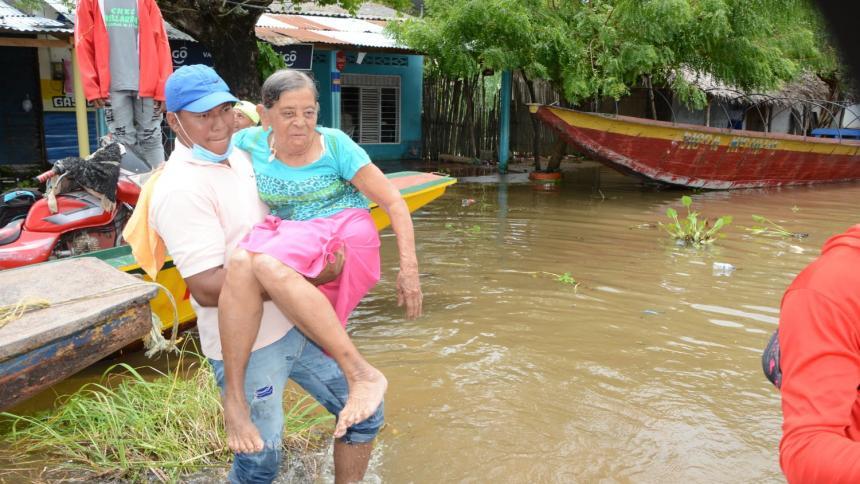 En la Mojana y en San Jorge huyen de las aguas desbordadas
