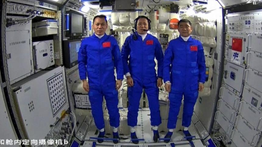 Aterriza con éxito la nave china Shenzhou-12 con tres astronautas a bordo
