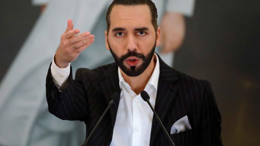 """Bukele cambia su biografía de Twitter y de identifica como el """"dictador de El Salvador"""""""