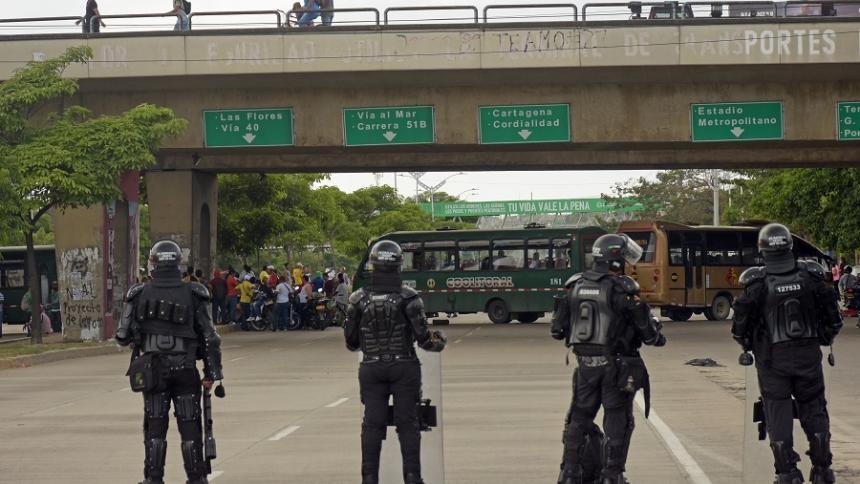 Buseteros y autoridades revisan acciones para frenar inseguridad