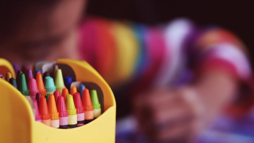 """""""Limpio mi cuarto y lavo los platos"""": mensaje de niño que busca ser adoptado"""