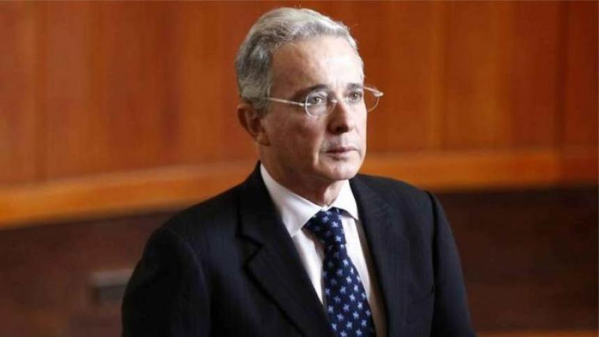 Álvaro Uribe denunció a la Alcaldía de Medellín ante la Fiscalía