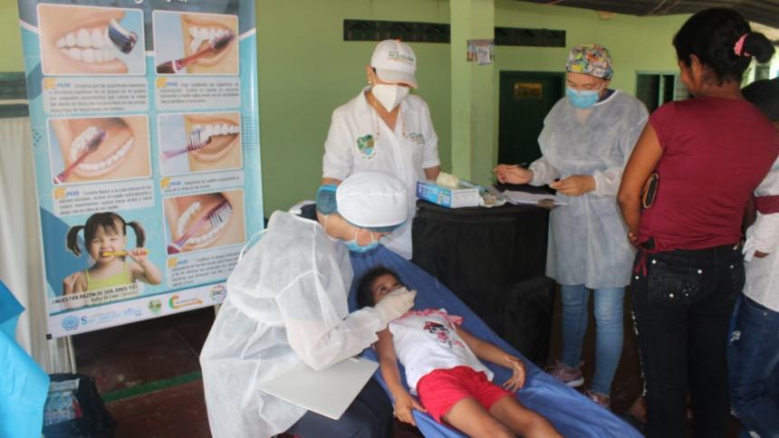Niños damnificados por la ola invernal reciben atención médica