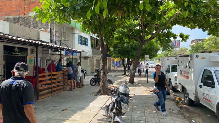 Un hombre muerto, otro herido y uno capturado deja riña en el barrio La Alboraya