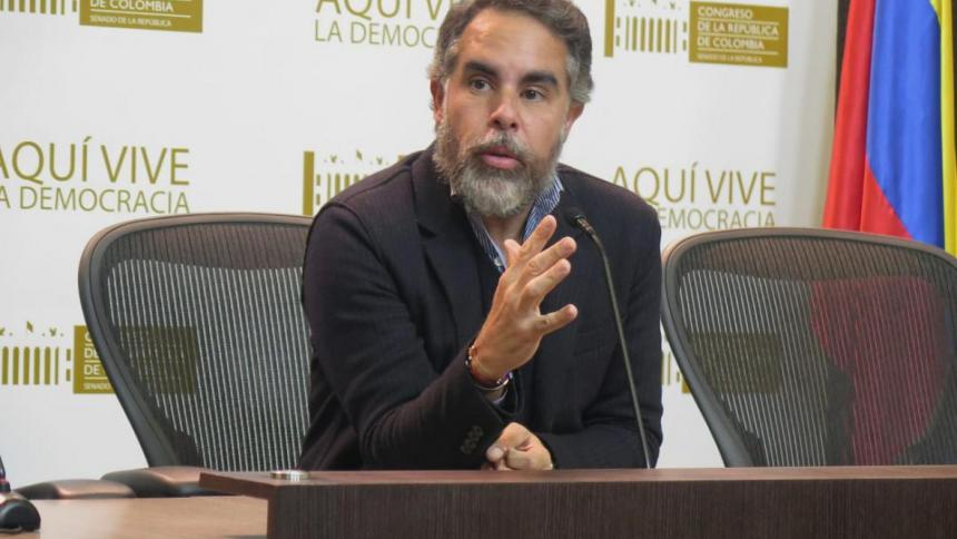 Senador Armando Benedetti confirmó que dio positivo para covid-19