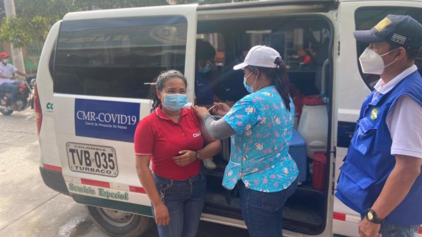 En Sabanalarga aplican vacunas contra la covid-19 a domicilio
