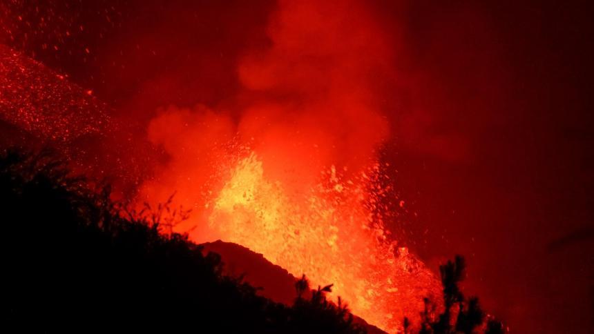El volcán de La Palma cuenta con dos nuevas bocas