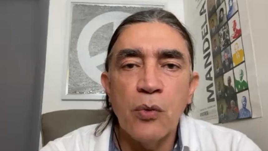 Gustavo Bolívar anunció su salida del país debido a amenazas