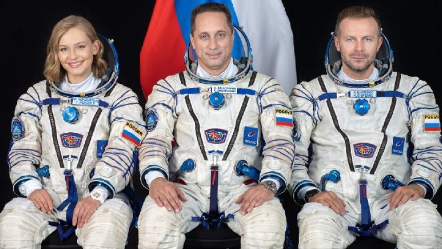 La Soyuz MS-19 está lista para despegar con un equipo de grabación ruso