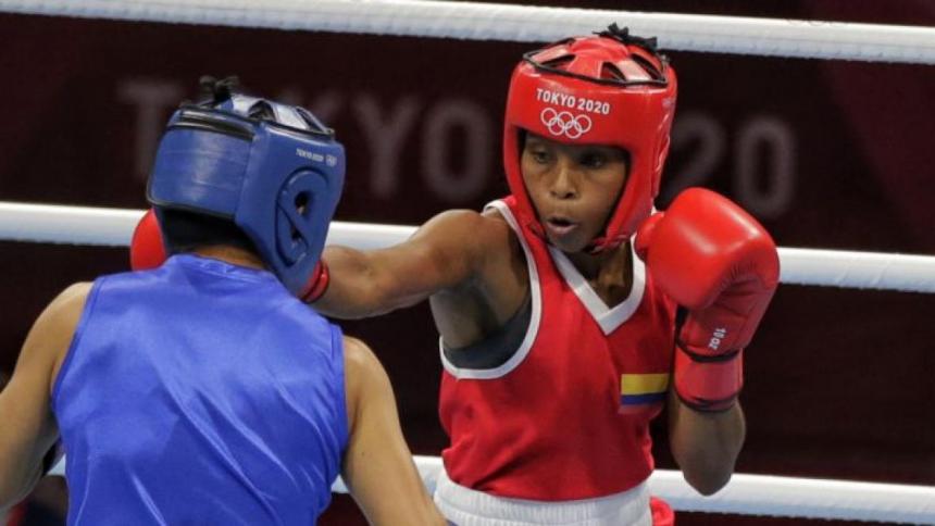 Boxeadora Ingrit Valencia recibe donación para su casa luego de ser estafada