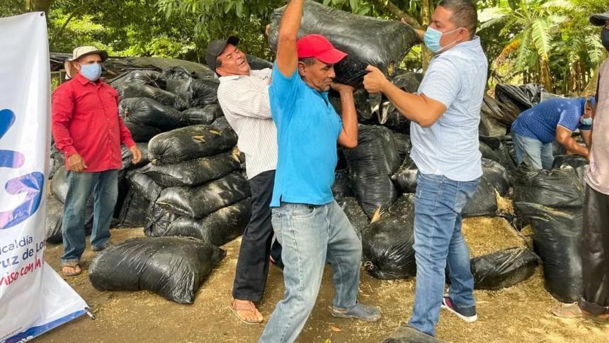 Envían ayudas para ganaderos afectados por las inundaciones en Lorica