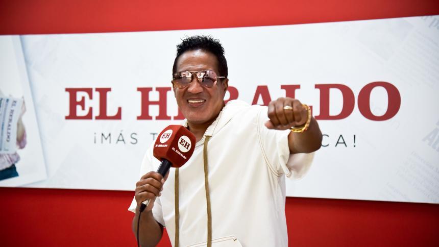 Kinito Méndez lanza su canción 'El blanco y el negro' con nuevo talento