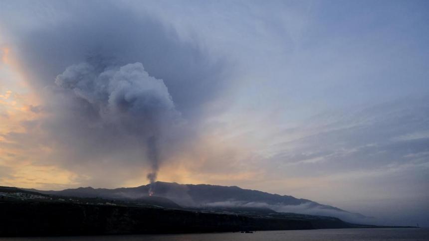 La Palma, ante un posible derrumbe del delta de lava con explosiones y olas