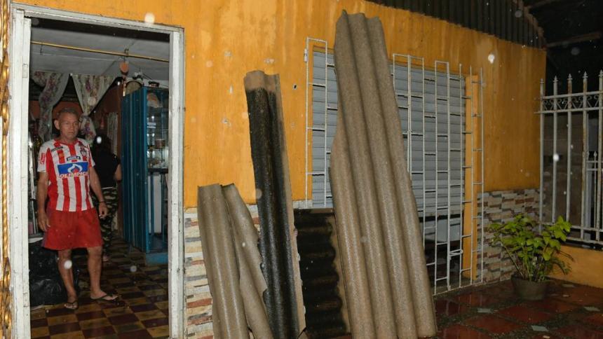 Vendaval deja al menos tres casas afectadas en El Santuario