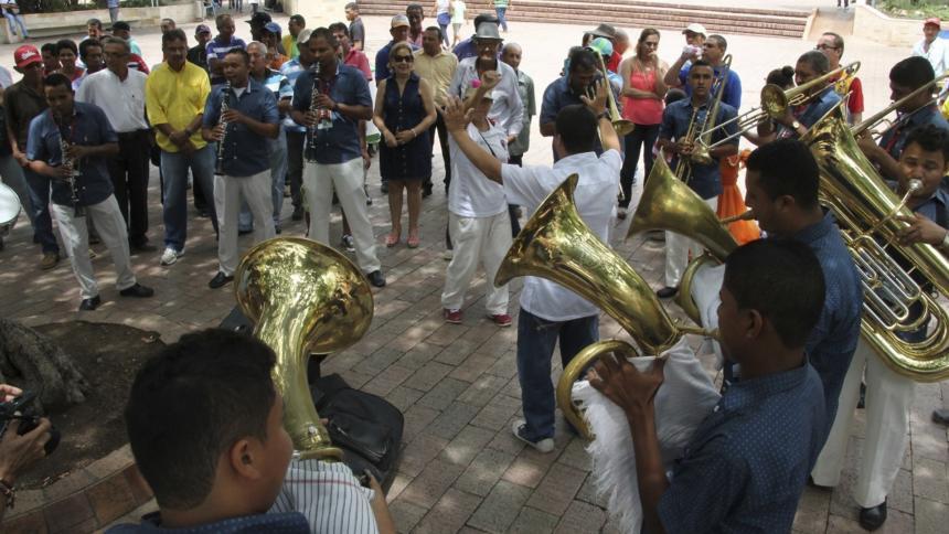 Encuentro Nacional de Bandas inicia con alborada y culmina con porrovía
