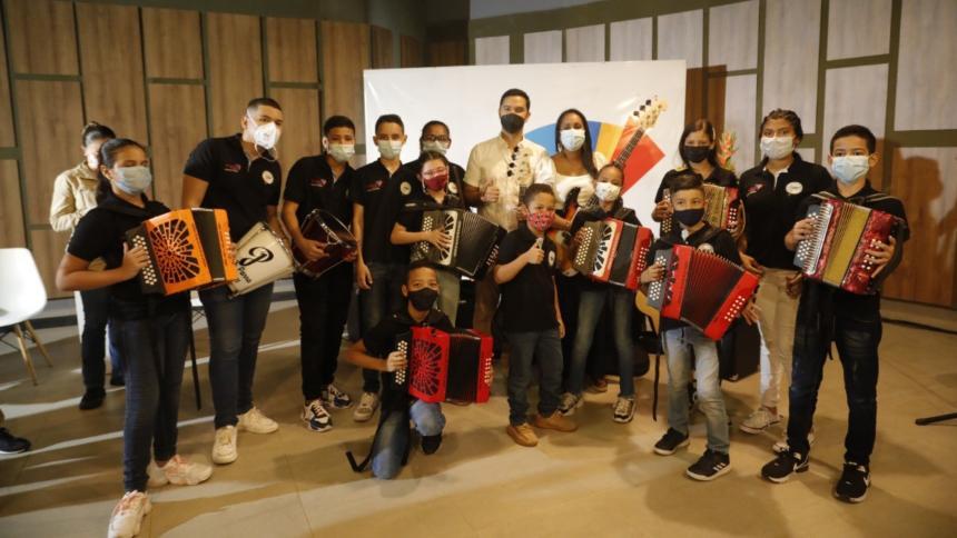 Mincultura entregó dotación para la formación de los futuros reyes vallenato