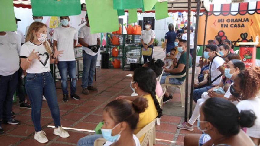 Entregan kits para huertas caseras a 300 familias