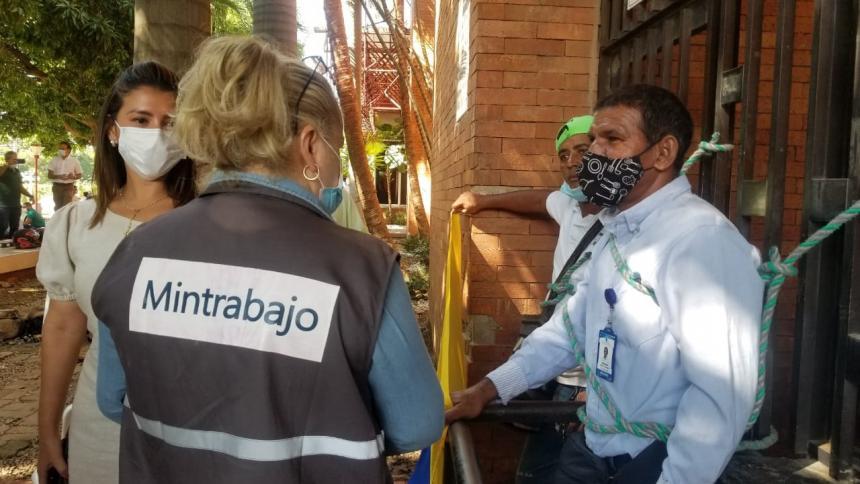 Protesta de trabajadores de Emdupar en rechazo a posible privatización