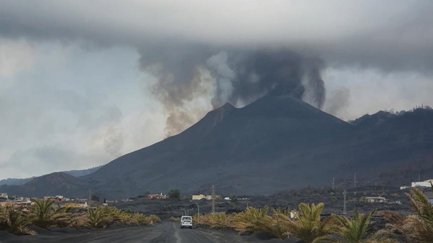 La Palma: cono principal del volcán sufre derrumbe parcial
