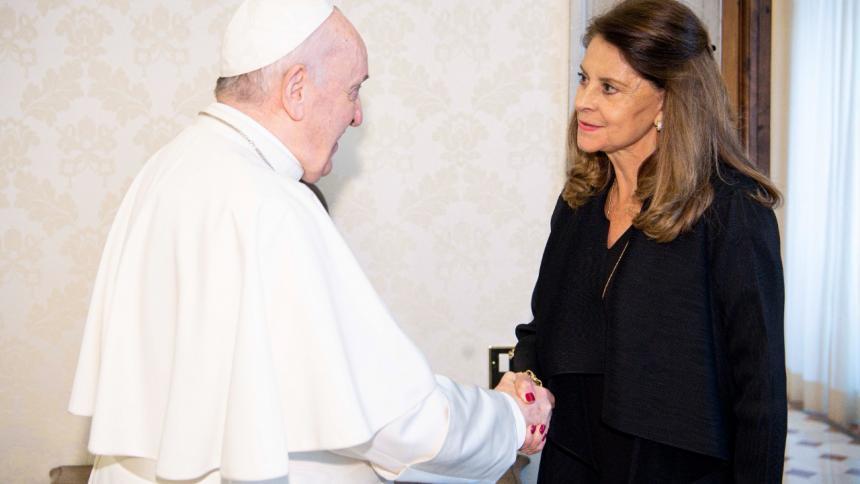 Vicepresidenta Ramírez habló con el papa Francisco de pobreza y narcotráfico