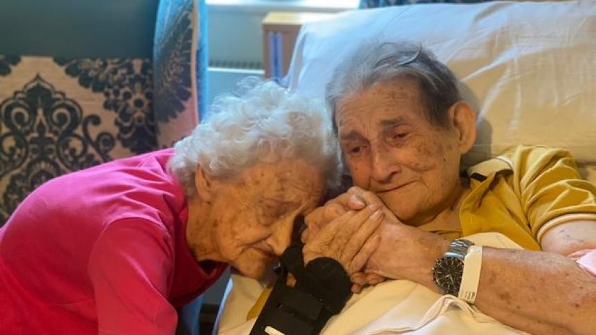 Emotivo reencuentro: tras 100 días separados por covid-19 pareja vuelve a encontrarse