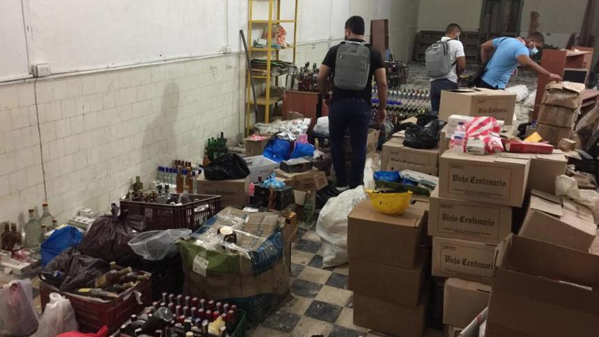 Magdalena: Destruyen toneladas de licor adulterado y cigarrillos de contrabando